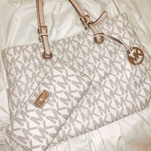 Micheal Kors purse and wallet set